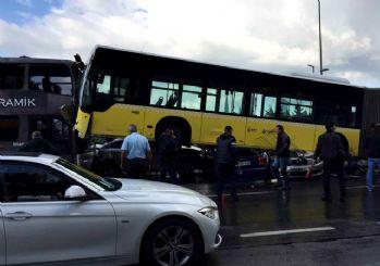 Acıbadem'de metrobüs yoldan çıktı!! Yolcu şoföre tekme attı iddiası