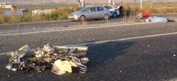 Oromobil motosiklete çarptı: 2 ölü