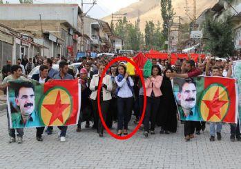 HDP'li vekil terörist tabutunu taşıdı