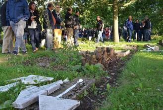 Saldırıya uğrayan mezarlıkta anma programı