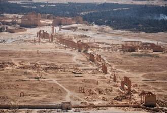 DAEŞ Tedmur'daki antik mezarlıkları bombayla patlattı