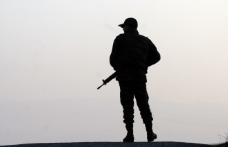 Siirt'te jandarma komutanlığına saldırdı