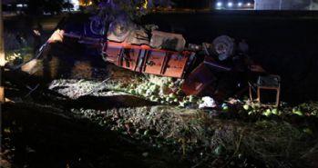 Karpuz yüklü kamyon 2 araca çarptı: 7 yaralı