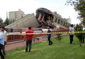 Elazığ'da yolcu treni ile yük treni çarpıştı: 1 yaralı