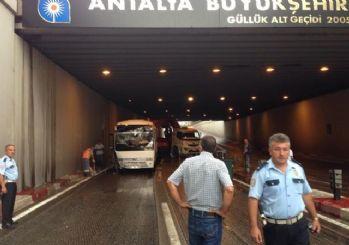 Antalya'da bir alt geçitte zincirleme kaza: 1 ölü