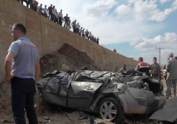 Otomobil şarampole yuvarlandı: 1 ölü 1 yaralı
