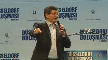 Davutoğlu Düsseldorf'da konuştu
