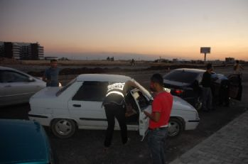 'Dur' ikazına uymayan araç polisi alarma geçirdi