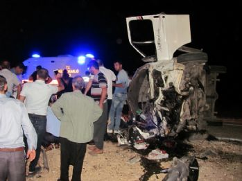 İki minibüs çarpıştı: 2 ölü, 12 yaralı