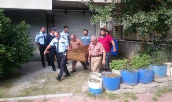 75 yaşındaki adam kendini astı