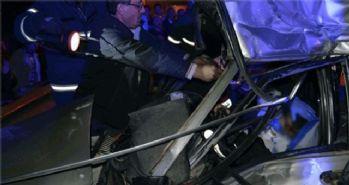 Otomobil TIR'ın altına girdi: 2 ölü!