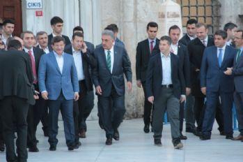 Başbakan sabah namazında Eyüp Sultan'daydı