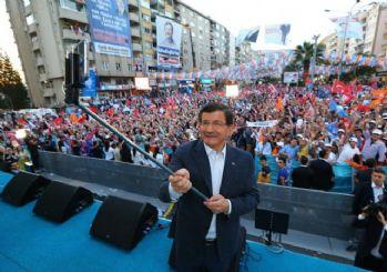 Davutoğlu'ndan Kahramanmaraş mitinginde selfie sürprizi