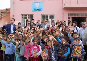 AK Parti'den Diyarbakır'a kırtasiye desteği