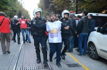 İzinsiz gösteriye polis müdahalesi: 20 gözaltı
