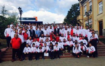 Karatecilerden Balkanlar'da 35 madalya