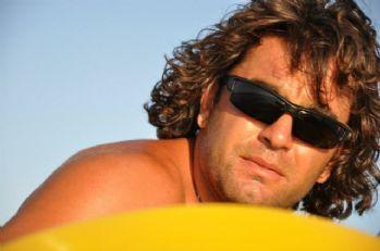Su sporları kaptanı kendini iskele demirlerine astı