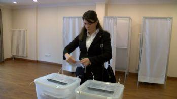 Azerbaycan Başkonsolosluğunda referandum heyecanı