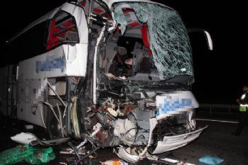 Otomobille kamyon çarpıştı: 1 ölü, 39 yaralı