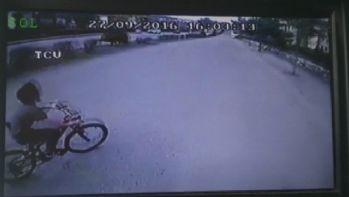 Halk otobüsü bisikletli çocuğa böyle çarptı