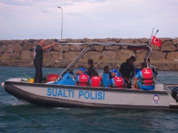 Denizde mahsur kalan sporcular kurtarıldı