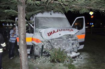 Hasta taşıyan ambulans minibüsle çarpıştı: 7 yaralı