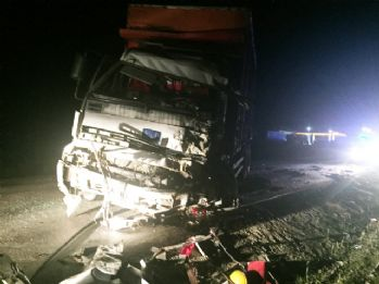 İşçi otobüsü kamyonla çarpıştı: 1 ölü, 29 yaralı