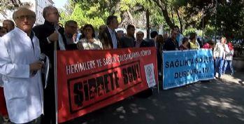 Sağlık çalışanları şiddeti protesto etti