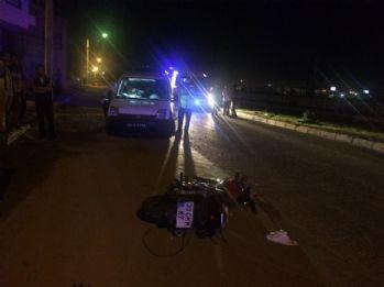 Motosiklet otomobille çarpıştı: 2 ölü