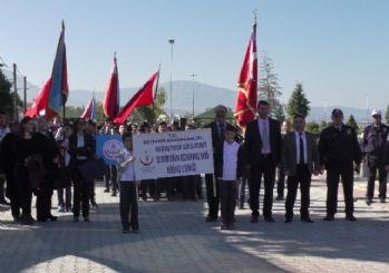 Beyşehir'de öğrenciler 'osteoporoz' hastalığına dikkat çekmek için yürüdü