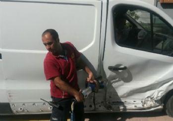 Minibüs ile hafif ticari araç çarpıştı: 2 Yaralı