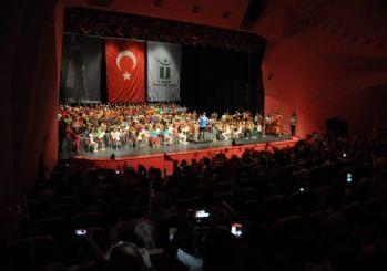 Çocuk Senfoni Orkestrası 'Cumhuriyet Konseri' ile izleyenleri büyüledi