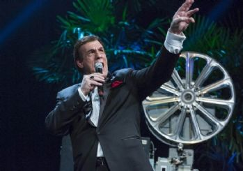 Ödül gecesinde Robert Davi performansı sürprizi