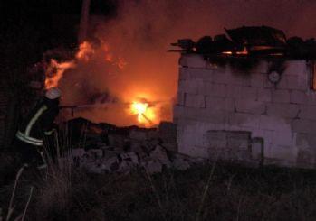 Madde bağımlısı şahısların kullandığı baraka alev alev yandı