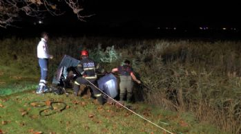 Otomobil ikiye bölündü, itfaiye yaralı aradı
