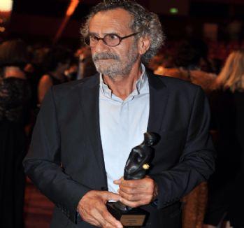 Ödülünü Suriyeli çocuklara adadı