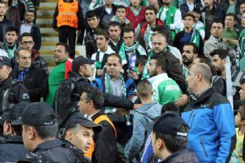 Konyaspor-Fenerbahçe maçında tribün karıştı