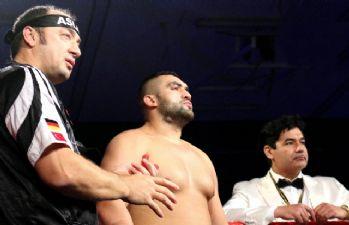 Ali Eren Demirezen ile Danny Williams maçı iptal edildi