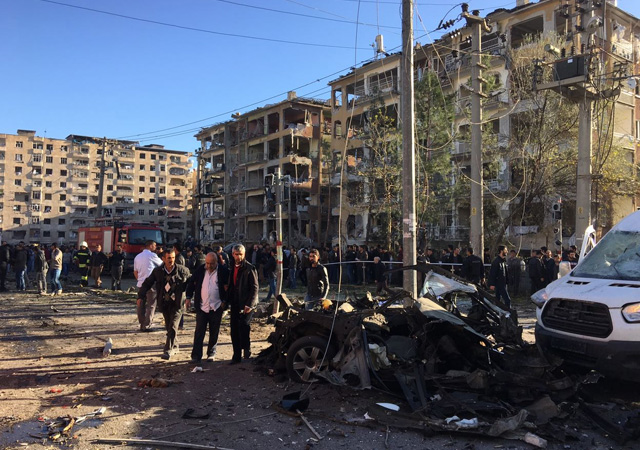 Diyarbakır patlama olay yerinden sıcak görüntüler