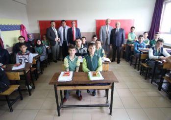 Başkan Akcan'dan Cumhuriyet Ortaokulu'na ziyaret