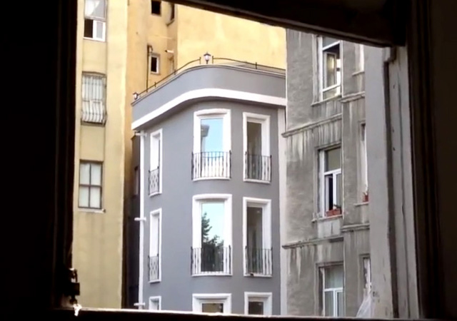 Lara Ögel Paris'te!