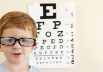 Çocuklarda gözlük kullanımına dikkat
