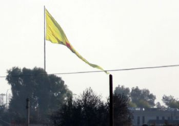 PYD Türkiye sınırında bayrak astı