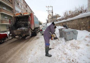 Beyşehir'de temizlik işçilerinin karla imtihanı