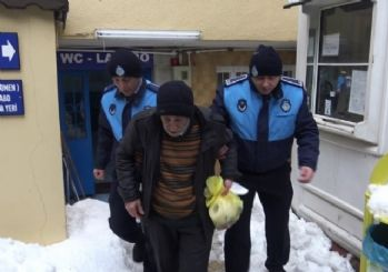 Sokakta yaşayan Yılmaz dedenin imdadına Beyoğlu zabıtası yetişti
