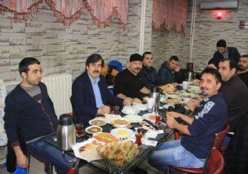 AK Parti'den gazetecilere kahvaltı