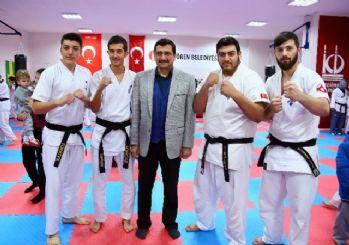 Keçiören Belediye Başkanı Ak'dan tekvandocu gençlere ziyaret