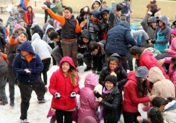 Toroslar Belediyesi, öğrencileri karla buluşturdu