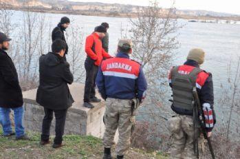 Eşi ve oğlu tarafından öldürülüp nehre atıldı
