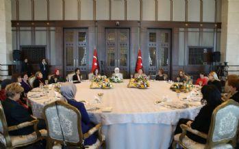 Emine Erdoğan büyükelçi eşleri ile bir araya geldi